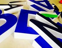 Lettere scatolate a luce diretta